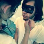 52. Lucía maquillando a ErnestoFullSizeRender-4