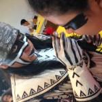 54. Capitan Javier Cruz explicando y maquillando la iconografía otomí