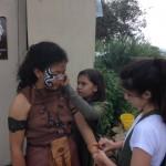 7. Amaya y Lucía maquillando y vistiendo a Valeria la Niña GuerreraIMG_0420